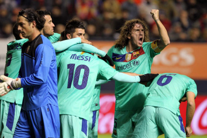 The captain, Carles Puyol, cheers the team (by FC Barcelona)