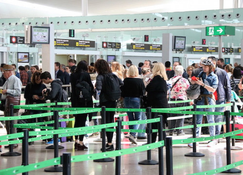 Queues at Barcelona airport's passport control (by Gemma Sánchez)
