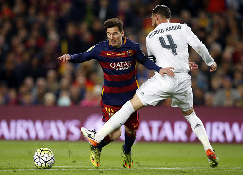 Messi is tripped up by Sergio Ramos at the edge of the penalty area (by FCB)