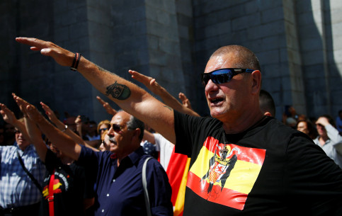 People make fascist salute at demonstration against plans to remove Franco from the Valle de los Caidos (by REUTERS/Javier Barbancho)