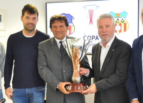 Representatives of the Catalan Football Federation, UE Sant Andreu, and Vilafranca with the Copa Catalunya trophy (Photo: Catalan Football Federation)