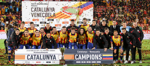 The Catalonia national team celebrate beating Venezuela 2-1 (Photo courtesy of the Catalan Football Federation)