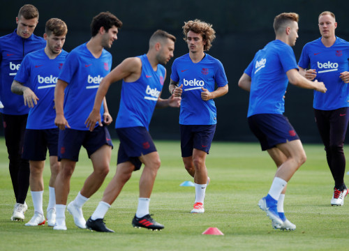 Image of one of the first 2019-2020 Barça season training sessions in July 2019 in Barcelona (by Reuters/Albert Gea)