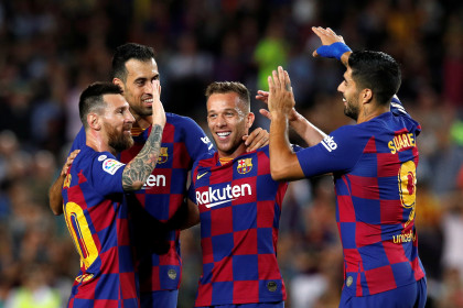 Arthur Melo is congratulated by teammates following his stunning goal against Villarreal (by Reuters/Albert Gea)