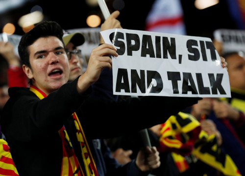 "A Barcelona fan holds a sign reading ""Spain, Sit And Talk"" at the Champions League clash between FC Barcelona and Slavia Prague (by REUTERS/Albert Gea)"