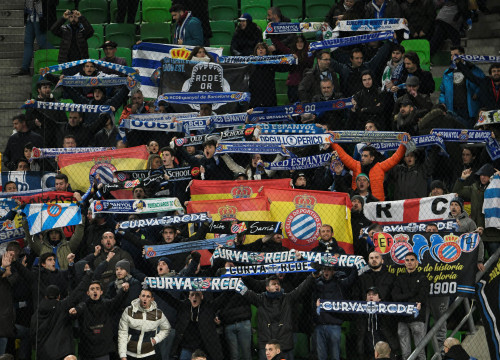 Espanyol fans in Hungary celebrate topping their Europa League group (by REUTERS/Tamas Kaszas)