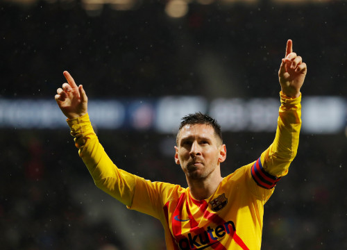 Leo Messi celebrates scoring the only goal in the recent La Liga victory over Atletico Madrid (by REUTERS/Susana Vera)