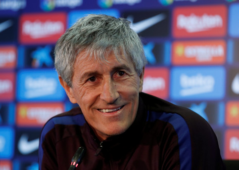 FC Barcelona manager Quique Setién smiles during a press conference (by REUTERS/Albert Gea)