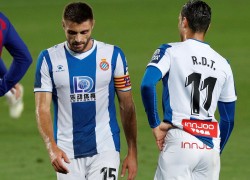 Espanyol's David López and Raúl de Tomás dejected as Espanyol lose to Barcelona, sealing their relegation to the second division (by REUTERS/Albert Gea)
