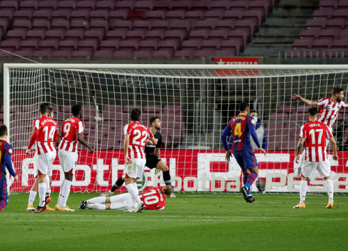 Lionel Messi watches his free kick sail into the top corner against Athletic Bilbao (by REUTERS/Albert Gea)