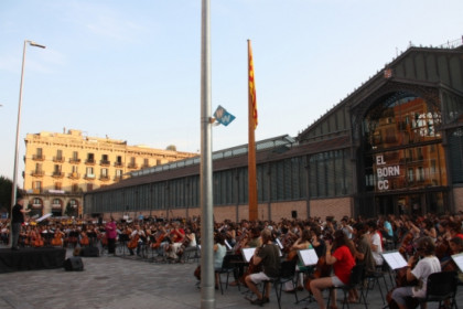 300 cellos playing in the 300th anniversary of the 1714 defeat (by P. Mateos)