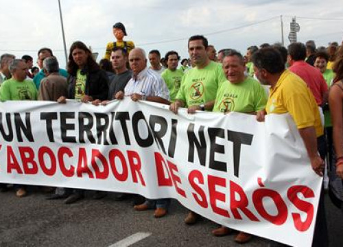 The mayors of many Segrià villages lead the demonstration