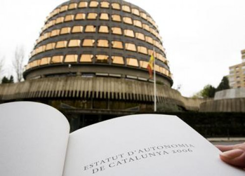The Spanish Constitutional Court and a copy of the Catalan Statute of Autonomy