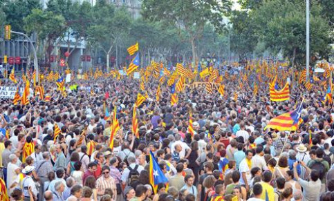 Photo of Catalonia answers back through a colossal demonstration: 'We are a nation'