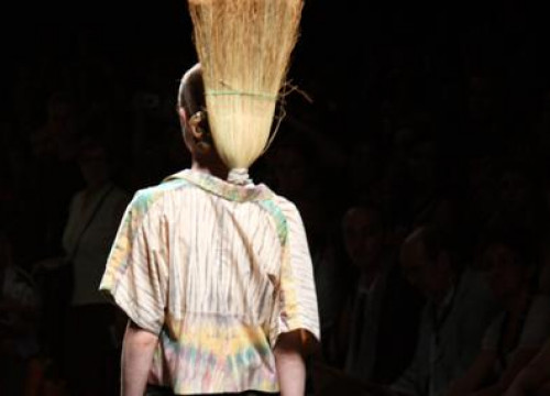 One of the avant-garde designs from the Barcelona 080 Fashion Show