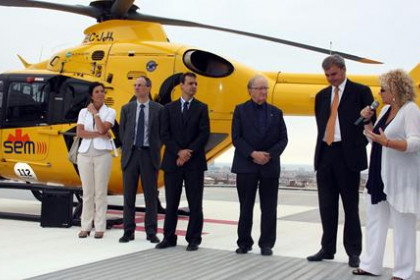 The Catalan Minister for Health, Marina Geli (dressed in white and speaking) presenting the new helicopter base in Sant Pau's ho