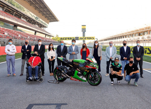 Digital policies minister, Jordi Puigneró, head of CCMA, Núria Llorach, and others at the Circuit de Barcelona-Catalunya (By CCMA)