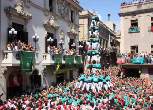 A 9-story human tower with 5 people per story from the Castellers de Vilafranca