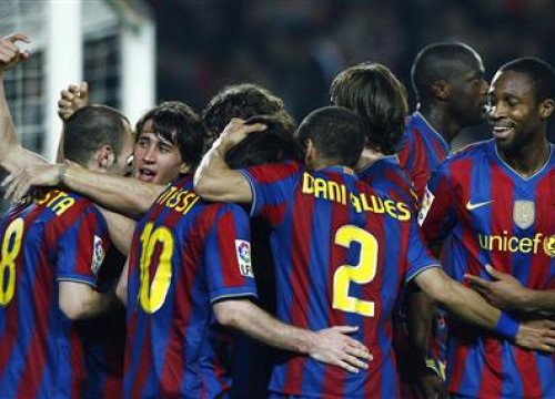 Barcelona players celebrate a goal during 2009/2010 season