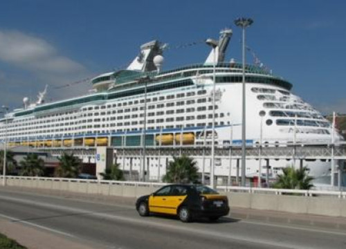 Cruise ship passengers rise in Barcelona