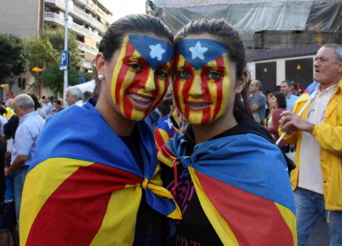 Two pro-independence supporters on Catalonia's National Day in 2013 (by Laura Roma)
