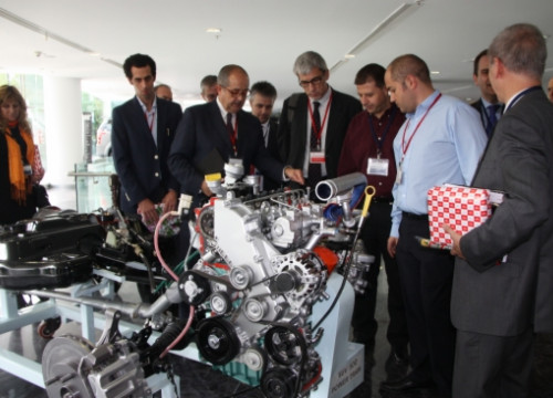 Catalan Minister Felip Puig with businessmen in the centre of Mahindra R & D in Chennai