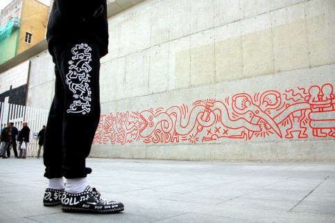 Urban artist Keith Haring chose the Raval neighbourhood in Barcelona to  execute his mural painting Together We Can Stop AIDS in 1989.