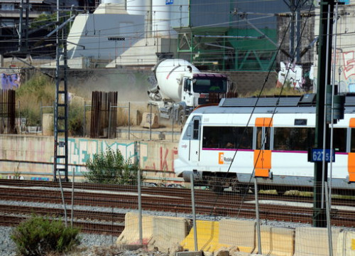 A Rodalies train at Barcelona's Sagrera station (by Lluís Síbils)