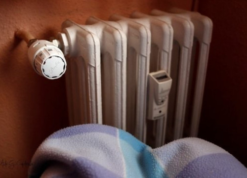 A heater and a blanket symbolizing energy poverty (Courtesy of Red Cross)