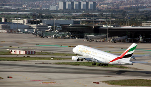 Airbus A380 about to take off at Barcelona's El Prat airport (by ACN)
