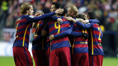 Barça celebrate the first goal at El Molinón (by FCB)