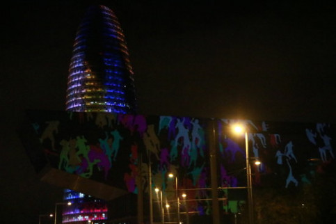 Barcelona nighttime cityscape lit up during Llum BCN 2019 (by Mariona Puig)