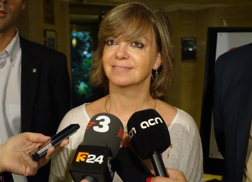 Catalan Minister for Public Administration, Meritxell Borràs, answering the media in London (by ACN)