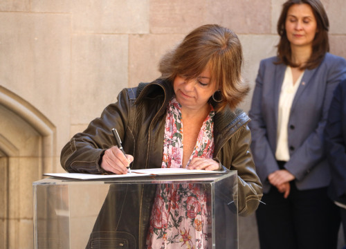 Catalan Minister for Public Adminsitration, Meritxell Borràs, sealing her committment towards calling a referendum in Catalonia (by ACN)