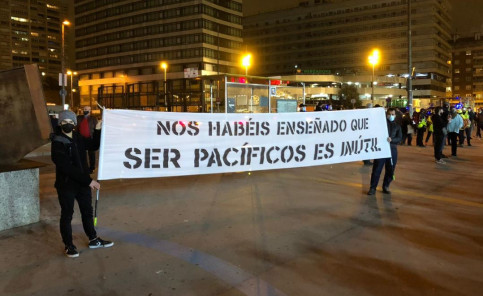 'You have taught us that being peaceful is useless', a banner held by protesters in Barcelona reads (by Alan Ruiz Terol)