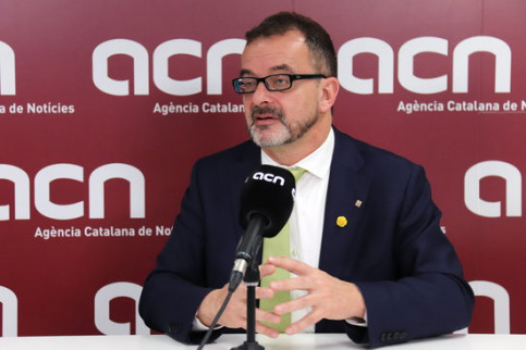 Catalan foreign minister Alfred Bosch at the Catalan News Agency newsroom (by Aina Martí)