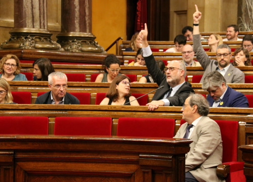 Catalan politicians voting during the Parliament's plenary session (ACN/Marta Sierra)