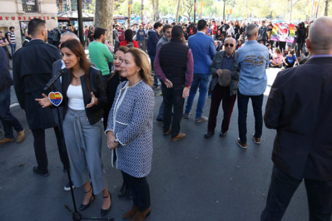 Ciutadans' Lorena Roldán speaks to the press at a campaign event at Plaça Universitat on November 4, 2019 (by Guifré Jordan)