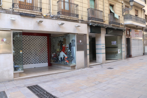 Closed shops and businesses in Tarragona due to the coronavirus pandemic (by Eloi Tost)