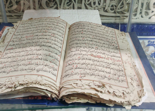 An old copy of the Koran, in the Cultural Islamic Center of Catalonia  (by Clàudia Ferràndiz)