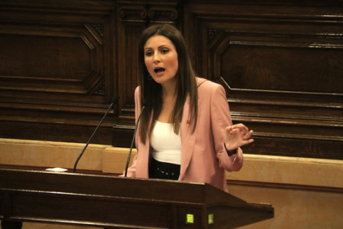 Cs' Lorena Roldán defending her party's proposed motion of no confidence against Catalan president Quim Torra (by Sílvia Jardí)