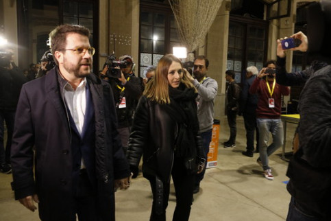 ERC's Pere Aragonès arrives at Estació del Nord in Barcelona where his party is following the general election results (by Guillem Roset)