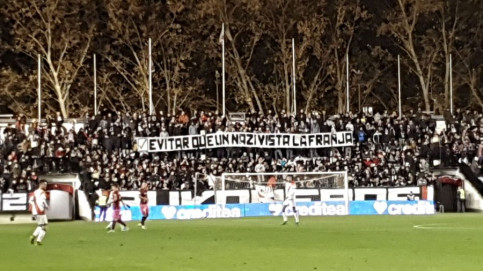 Rayo Vallecano ultras hold up a banner celebrating the fact that they avoided that Roman Zozulya ever played for their club (by Bukaneros)