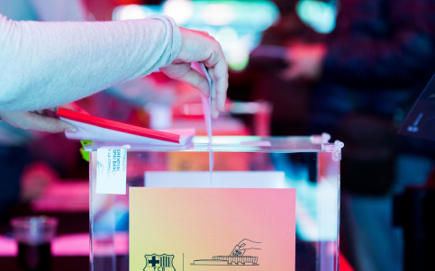A ballot being placed into a box from a past FC Barcelona presidential election (image from FC Barcelona website)