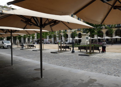 Empty restaurant terraces in Girona on April 29, 2020 (by Marina López)