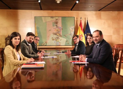 Esquerra Republicana and Socialist representatives held a second meeting to discuss support for Pedro Sánchez's presidential bid on December 3, 2019 (by ERC)