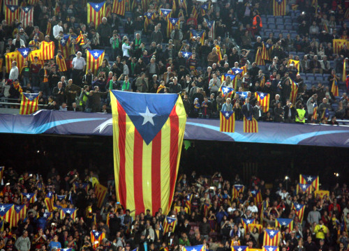 Barça supporters showing 'estelades', Catalonia's pro-independence flag (by ACN)