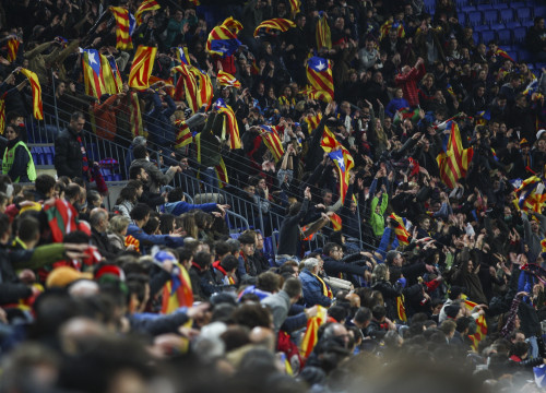 Supporters showing pro-independence flags at Camp Nou, in December (by ACN)