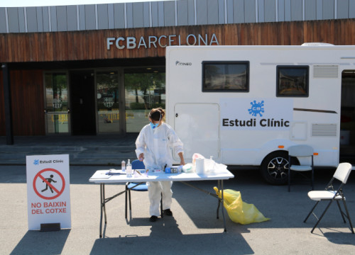A worker at the Covid-19 clinical trial in FC Barcelona's Camp Nou, April 15, 2020 (by Lorcan Doherty)