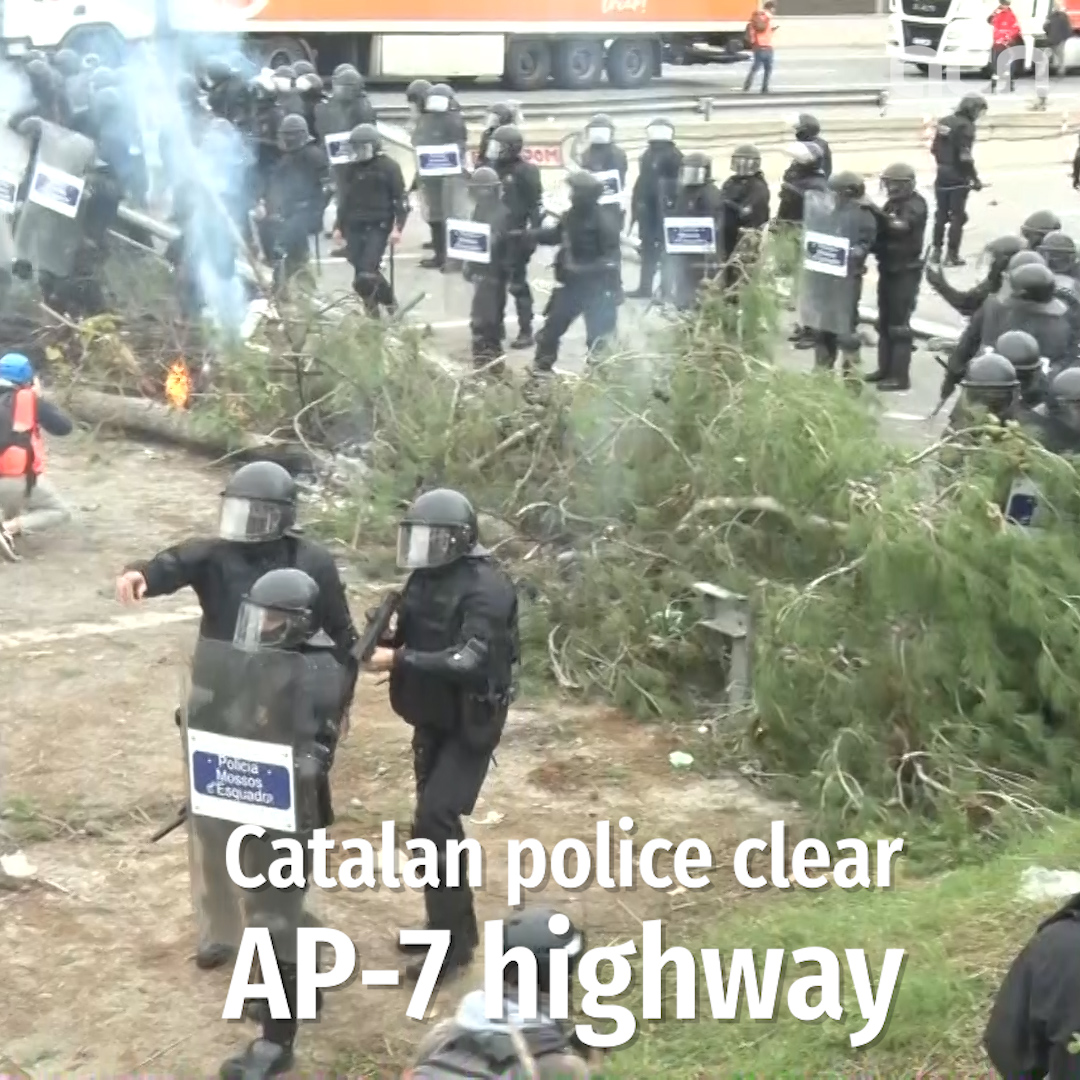 Catalan police clear AP-7 highway
